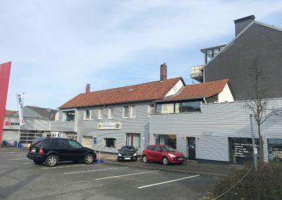 Solide Kapitalanlage ! Autohaus mit großer Wohnung in BI-City